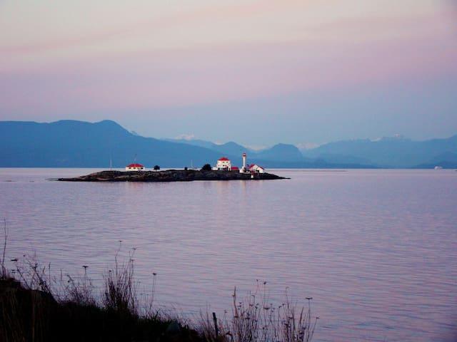 """""""OCEAN DELIGHT"""" - Sunset Beach Oceanfront House"""