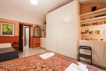 Cozy Room 2,  near Colosseum!600mMetroA - Roma - Apartment