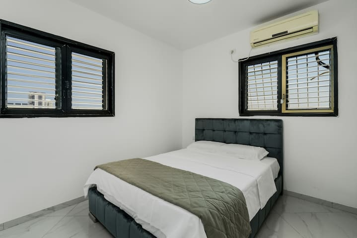 best offer in bat yam just 2min from beach
