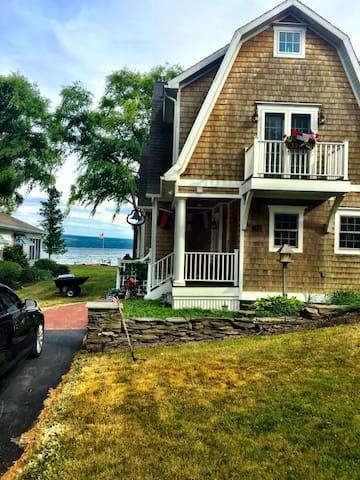 Beautiful Seneca Lake House on Plum Point