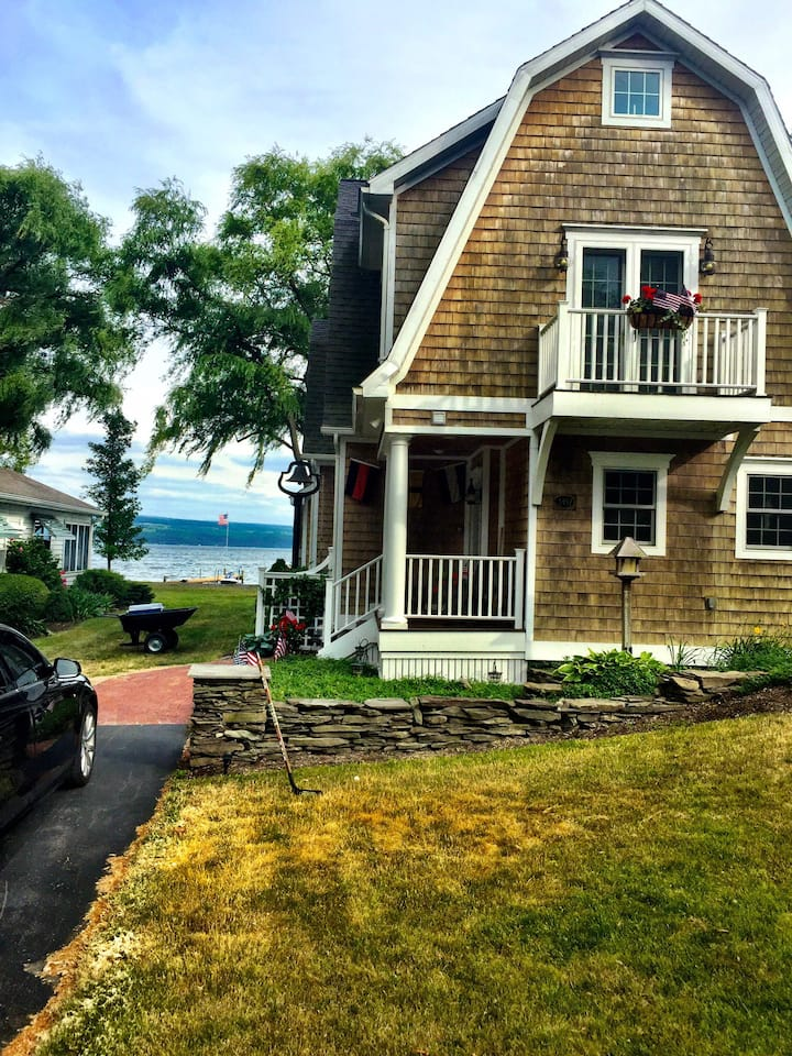 Beautiful Seneca Lake House on Plum Point