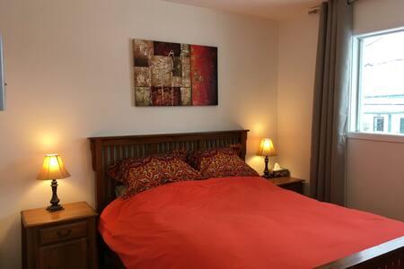 Great location, quiet, 31 nights, 32 jours $1349