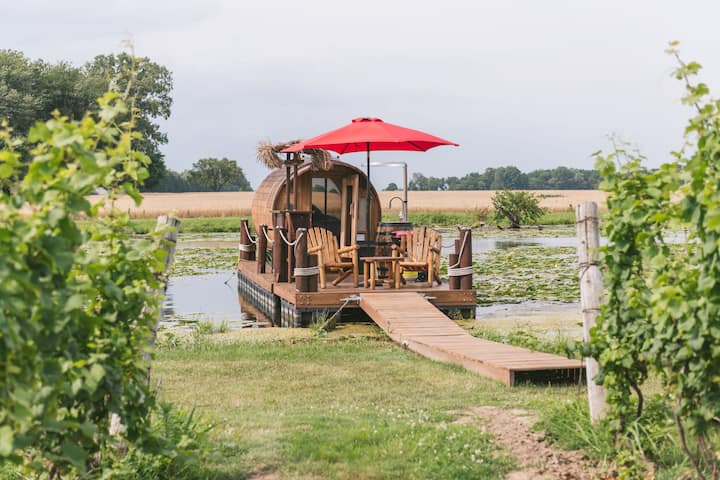 """Wine Barrel"" Floating Cabin w/Panoramic Window"