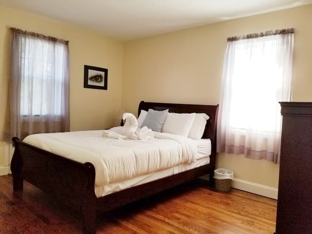 PRVT QUEEN |FAST WIFI |CENTRAL JERSEY |MINS TO EWR