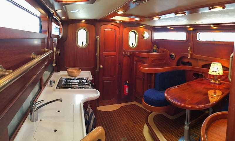 Luxurious yacht for 1-5 persons near City