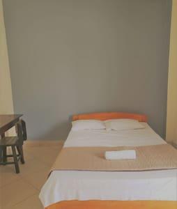 Céntrica y cómoda habitación