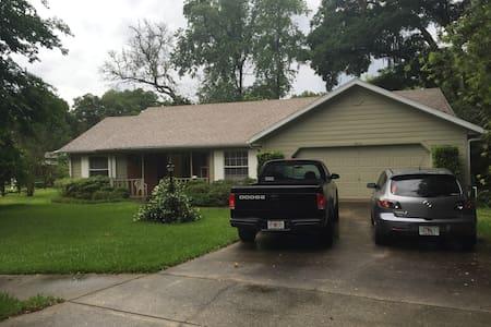 Beautiful home in Deland FL - DeLand