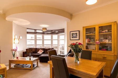 Bright Panoramic Top floor  @ The Shore - Edinburgh