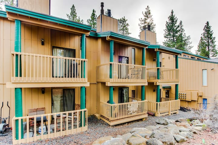 Cozy condo with a loft, 1 mile from Kings Beach!