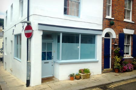 Self contained flat in the heart of the Old Town - Hastings