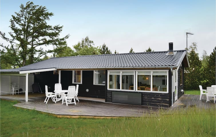 Holiday cottage with 2 bedrooms on 68 m² in Gørlev