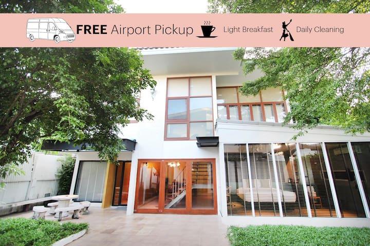 10 Bedrooms Villa with Gardens + Airport Pickup