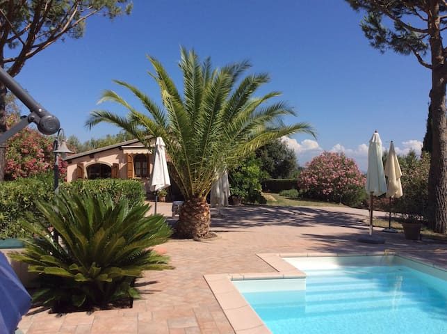 Beautiful small villa, air-conditioned with pool