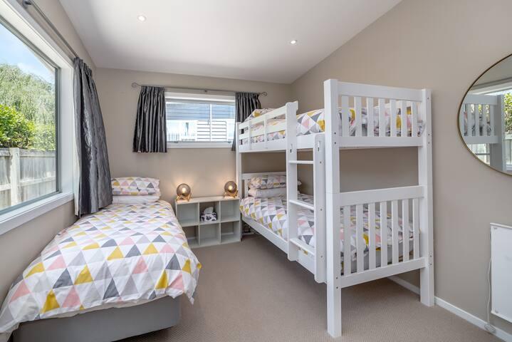 Bedroom 3 (Single bed + Bunk beds)