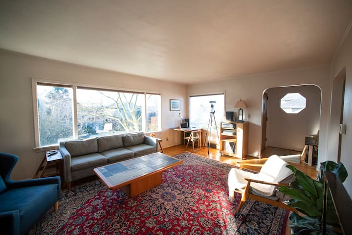 Seattle Home on the Ridge (wonderful views, 2 BR)