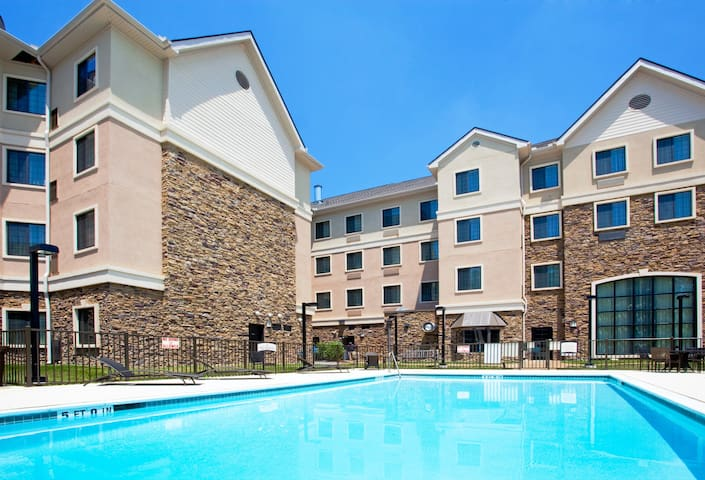 Outdoor Pool + Free Breakfast + Free Wi-Fi   Close to UNC Chapel Hill University