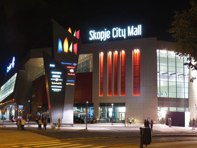 Apartment in front of a shopping center Sity Mall