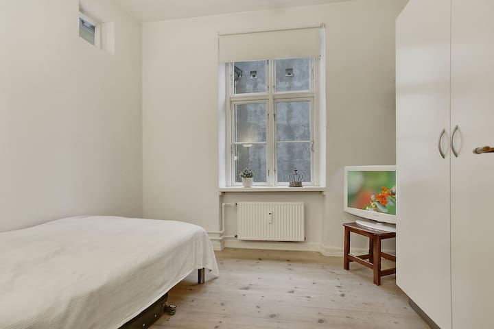 Clean Room - VERY CENTRAL in a beautiful apartment