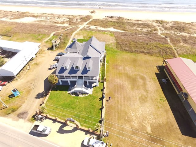 Presidential Palace is a 5 br Beachfront w/ pool table in Grand Isle