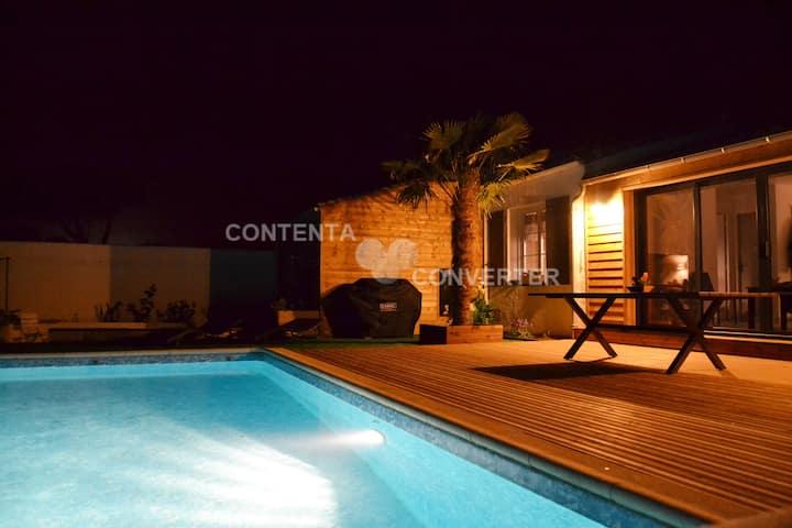 Villa ****climatisée,  piscine chauffée,50 m plage
