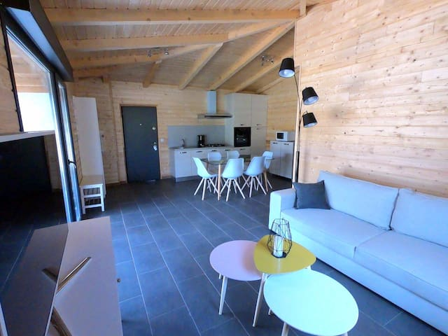 Maison neuve bois /piscine chauffée /proche plages