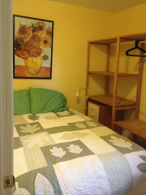 Smaller bedroom with single