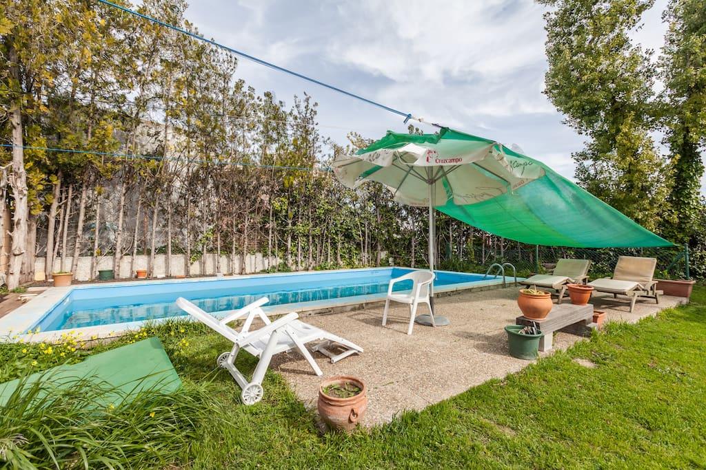 Zona de piscina y relax