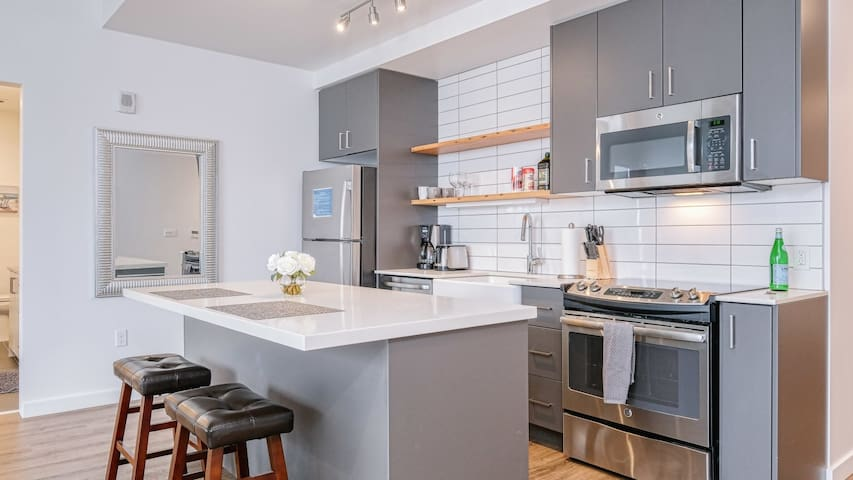 Urban living at its finest in this modern 1BD, fast wifi