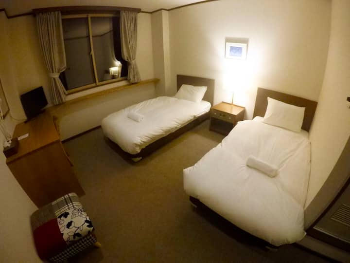 Altitude Nozawa: Twin room with private bathroom
