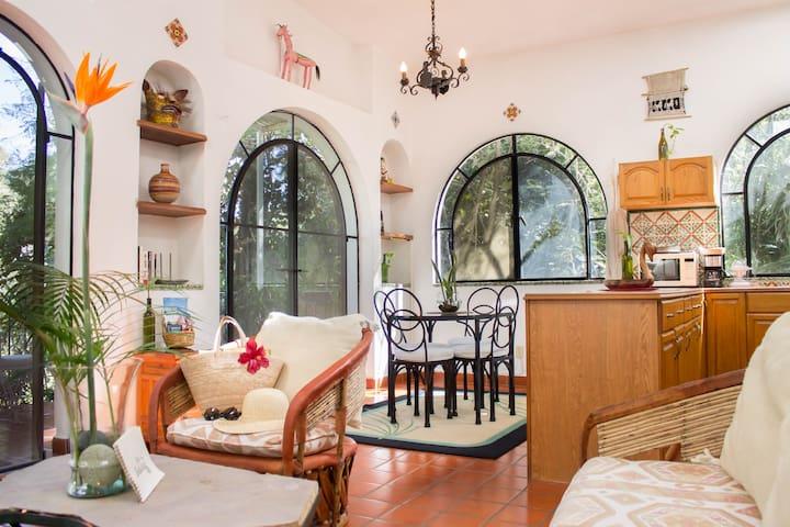 Couple´s Private Villa w/ Gardens, Pool & Cabaña