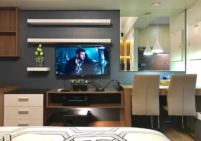 Modern studio across Ayala Mall (netflix ready)