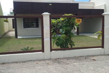 Ótima casa em Nova Tramandaí, DUAS QUADRAS do mar!