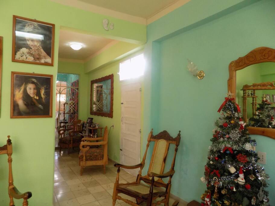 Sala de estar y pasillo