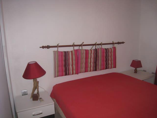 chambre climatisée avec lit de 140