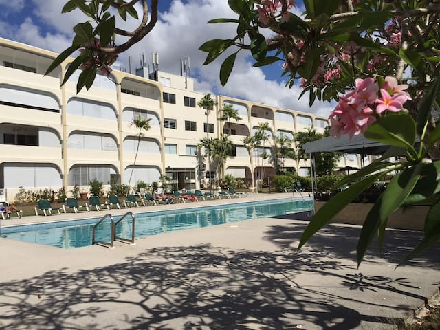 Third floor apartment in secure condo with pool - Holetown - Daire