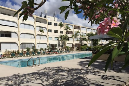 Third floor apartment in secure condo with pool - Holetown
