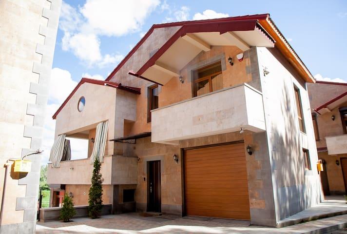 Casas Di Maria,Tsaghkadzor Luxury/Villa for 10 PAX