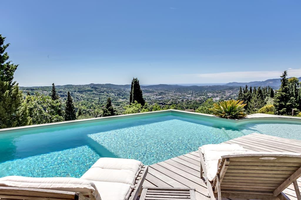 Villa au calme piscine et vue mer maisons louer for Location villa cote d azur piscine