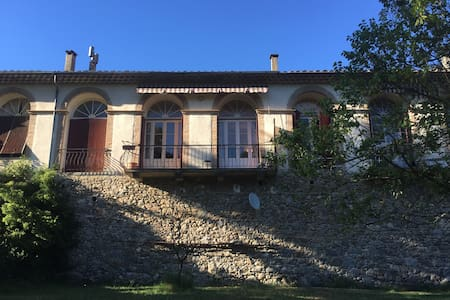 A  Lasalle maison avec jardin en bord de rivière