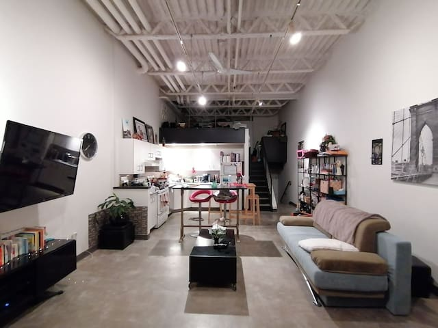 Private loft, in heart of Vancouver