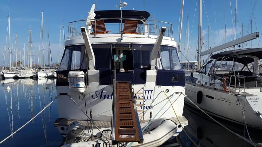 Séjour sur un yacht dans la cabine CAPITAINE - Gruissan - Boat