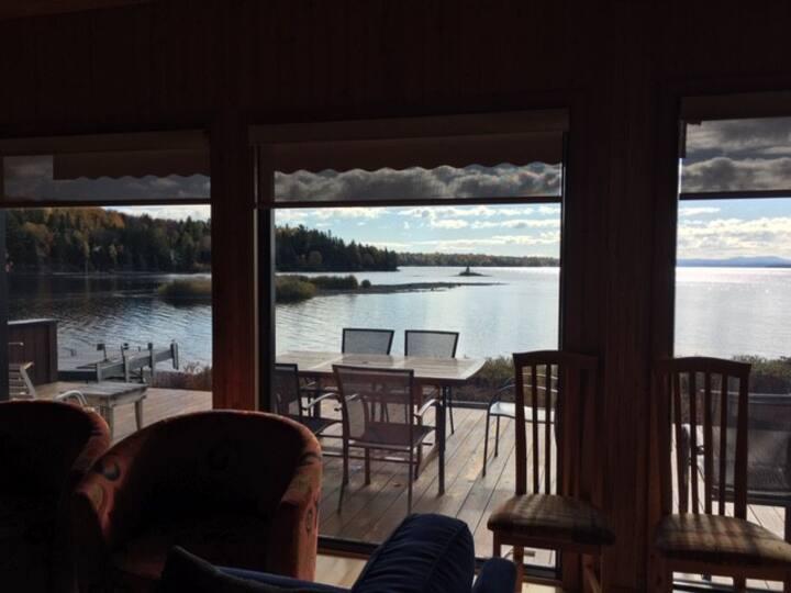 Domaine des huards  avec vue magnifique du lac!