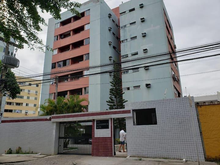 Quarto e sala confortável em Mangabeiras.
