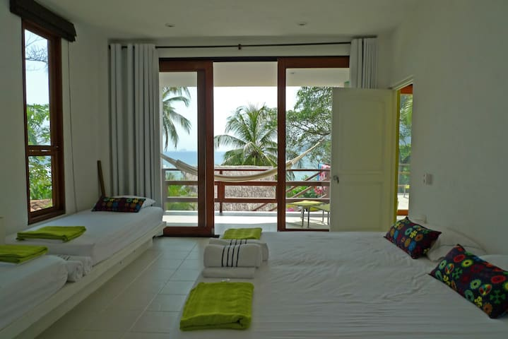 Sweet comfort in beachfront paradise! Room 1A
