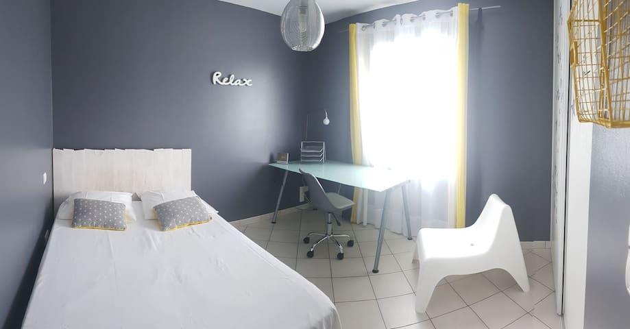 Chambre 3 lit 140 x 190 avec penderie