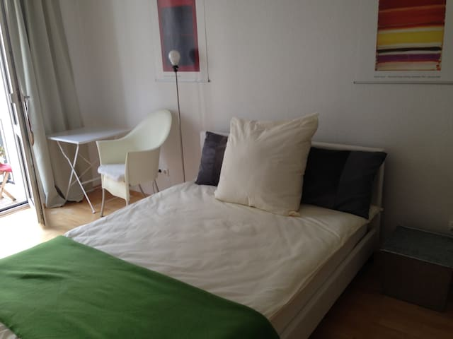 Museumsufer - Zentral, ruhig, super Lage! Great! - Frankfurt am Main - Apartment
