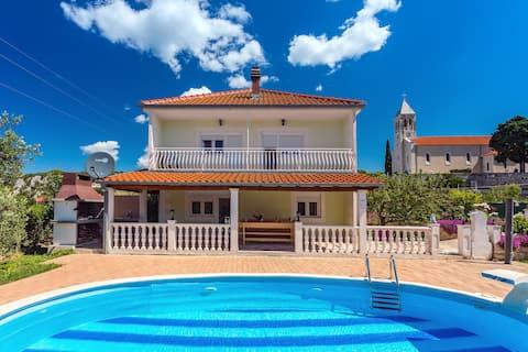 LAST MINUTE DISCOUNT! Villa with private pool