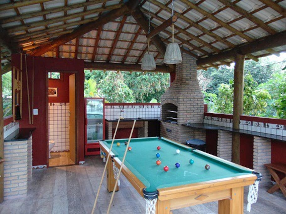 Kyosk by the pool with snooker table, barbecue and toilet