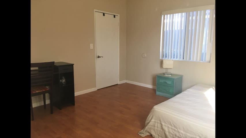 Small office sized bedroom in 3bd condo