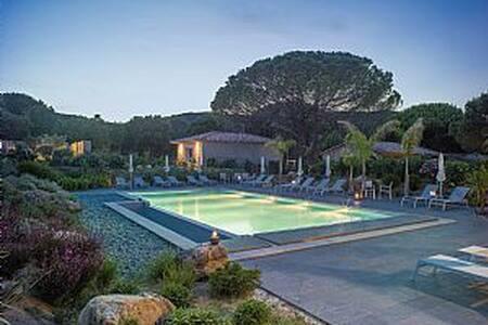 Résidence Les Pins de Santa Giulia Villa F2 - Porto-Vecchio - Betjent leilighet